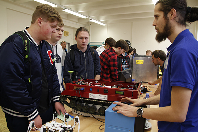 The Faculty of Electrical Engineering took part in the fair We open the door by education